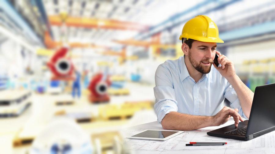 Maschinenbau-Techniker am Arbeitsplatz