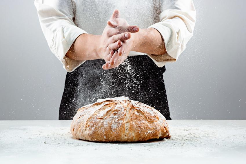 Die Hände eines Bäckers
