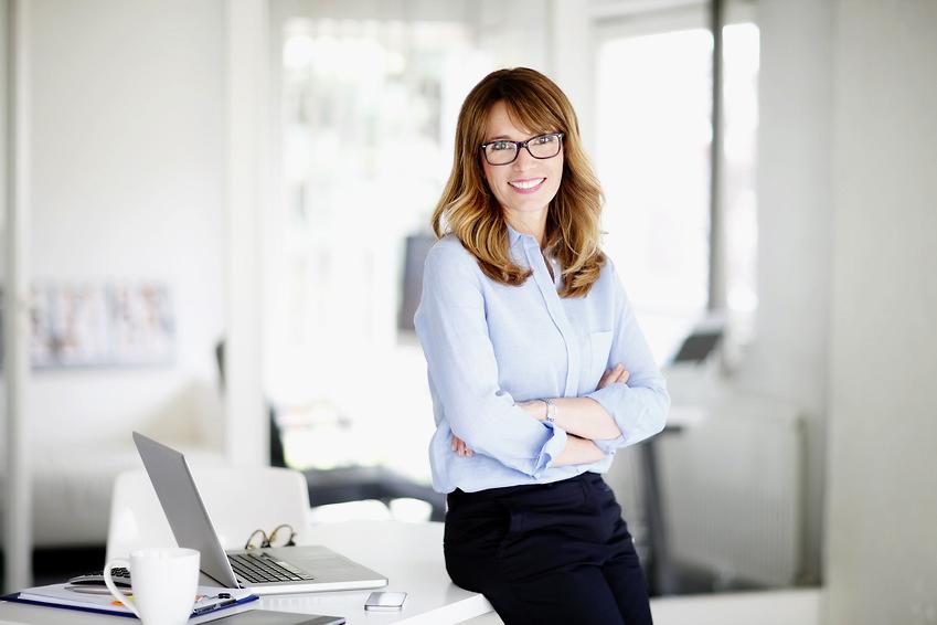 Portrait einer erfolgreichen Geschäftsfrau in ihrem Büro