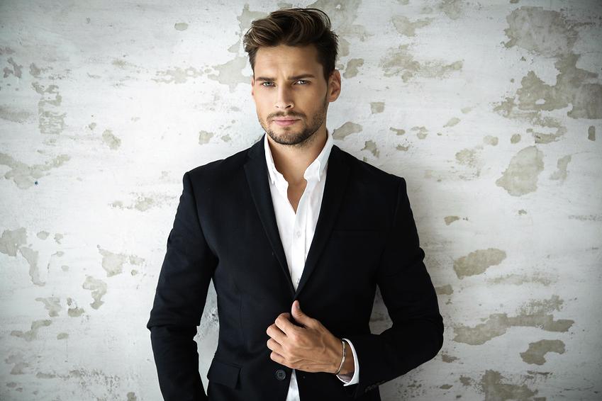 Portrait eines Jungunternehmers im Anzug